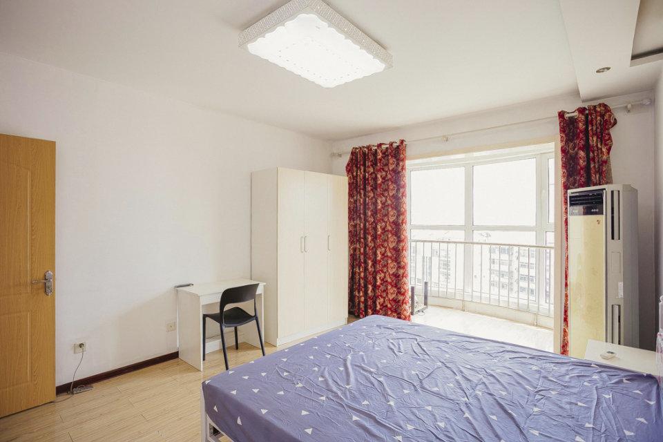 包物业网费)广厦富城新新家园精装卧室实图的图片