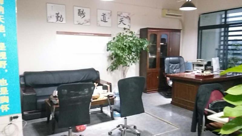 成华区万年场60平米写字楼办公家具全齐拎包办的图片